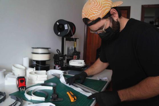 man in black shirt building a face shield